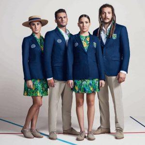 O uniforme completo usado na Abertura dos Jogos Olímpicos Rio 2016, nadador Leonardo de Deus, Maria Eduarda Duda Miccuci e Luisa Borges, do nado sincronizado, e o jogador de hand