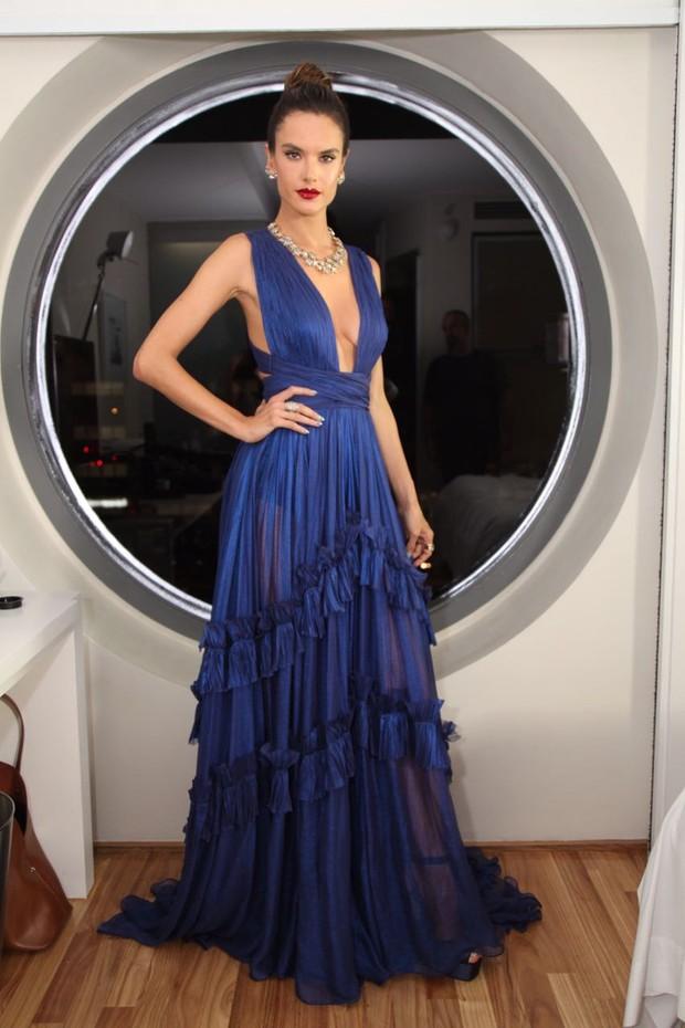 Alessandra Ambrosio, azul poderoso