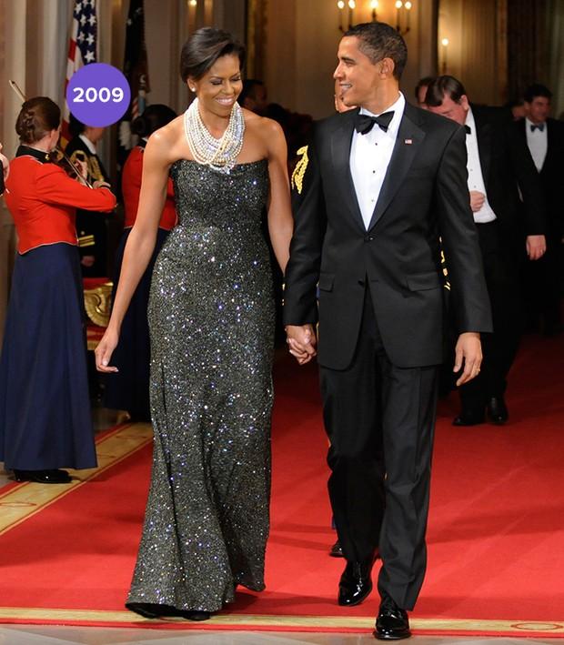 Em 2009: Michelle Obama surgiu linda e poderosa com tomara que caia cheio de brilhos em coquetel na Casa Branca (Foto: Getty Images)