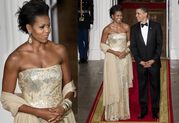Em 2009, Michelle usa tomara-que-caia metálico de Naeem Khan (Foto: Getty Images)